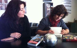 La romancière Elena Piacentini le 22 décembre à Biguglia  en compagnie de Virginie Baldrichi, responsable de Cors'Hôtel